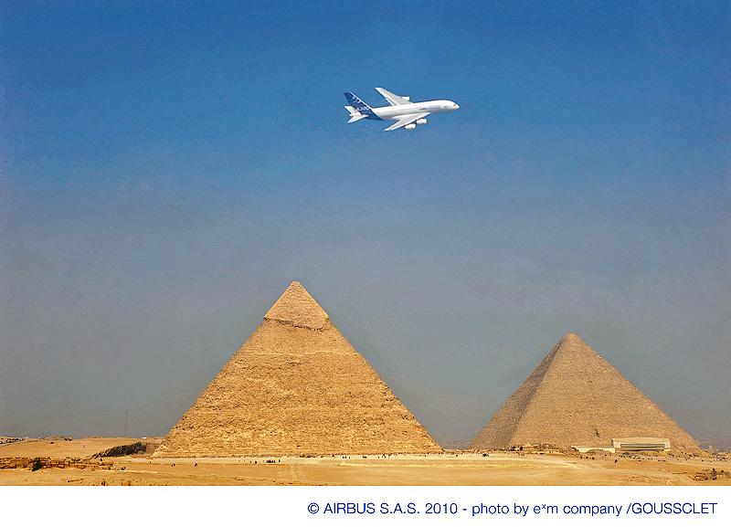 Airbus-380-pyramiderne
