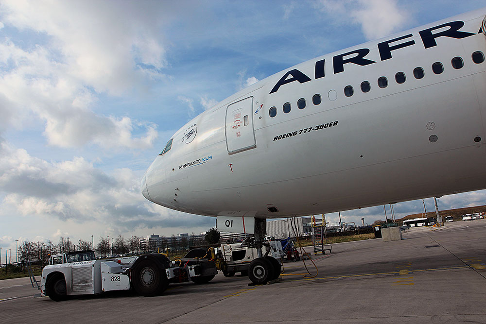 CDG-Air-France-B777-02