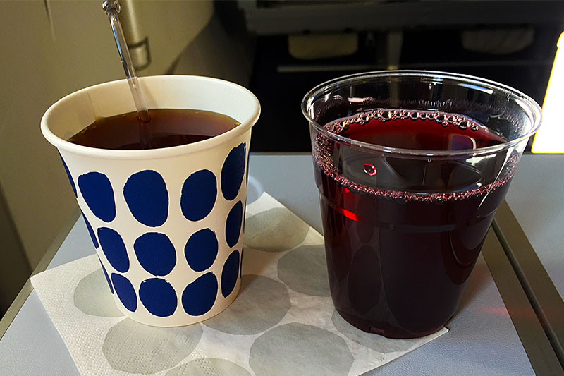 Finnair-Economy-Class-catering