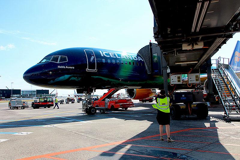 Icelandair-B757-Hekla-Aurora-5