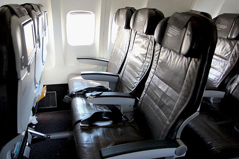 Icelandair-Economy-Class-seat