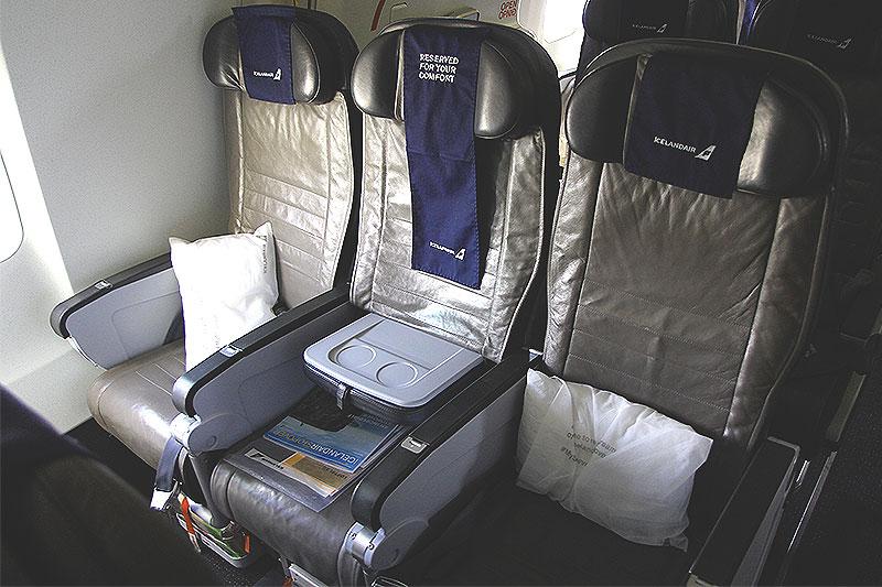 Icelandair-Economy-Comfort-seat