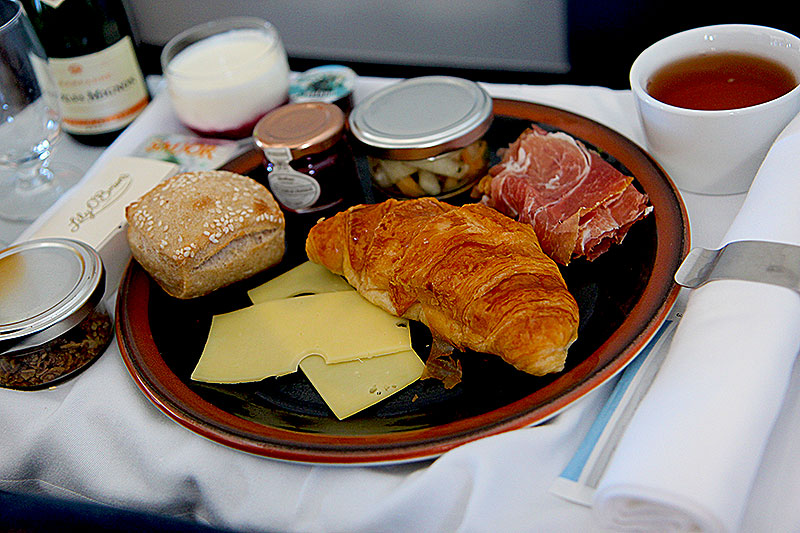 Icelandair-KEF-CPH-Busines-Class-Breakfast