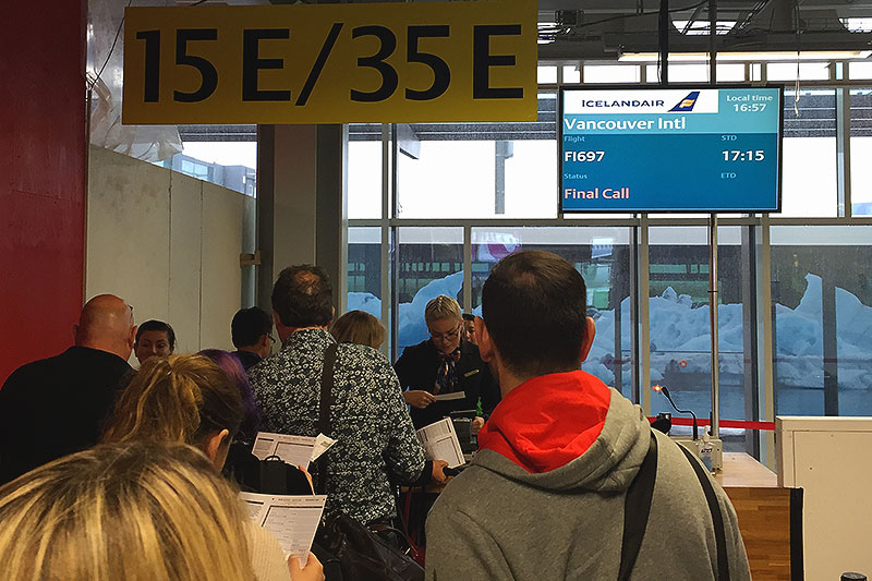 Icelandair-Keflavik-boarding