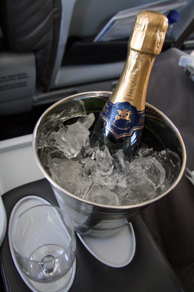 Icelandair-Saga Class Champagne - foto Kenneth Karskov