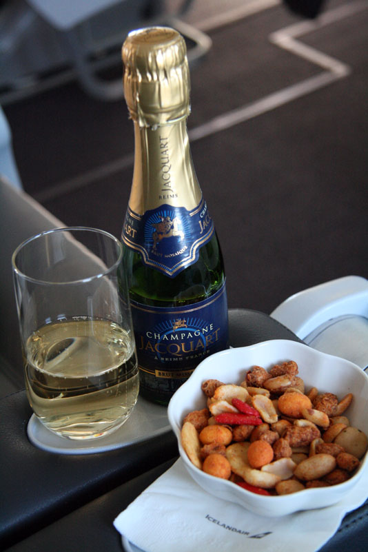 Icelandair Saga Class to Boston Champagne - foto Kenneth Karskov