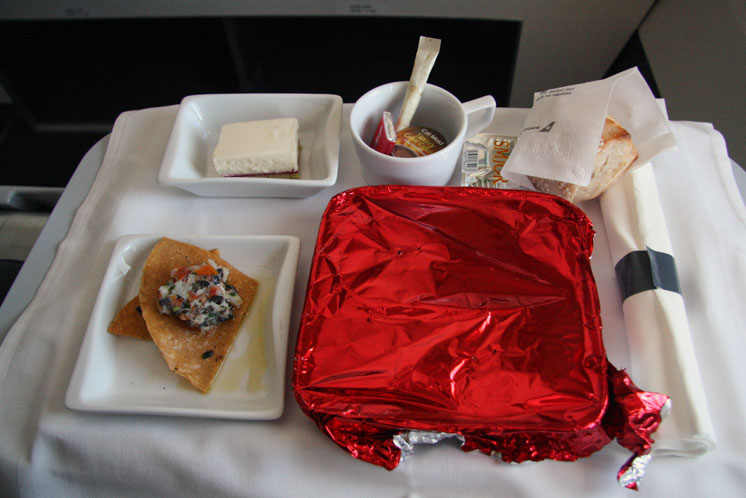 Icelandair-Saga Class to Boston - Main Meal - foto Kenneth Karskov