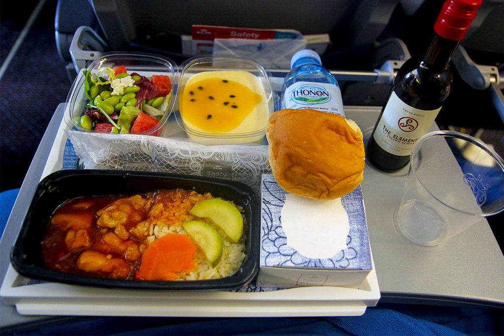 klm-747-400-kombi-hkg-ams-kl888-economy-class-main-meall