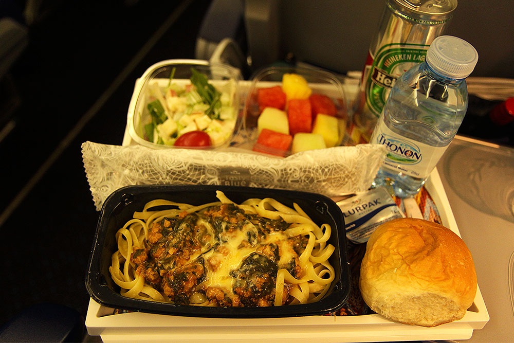 klm-747-400-kombi-hkg-ams-kl888-economy-class-second-meal