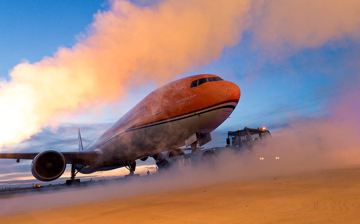 KLM har malet et af deres Boeing 777 fly i den traditionelle hollandske farve: Orange (Foto: Menno Mennes / KLM)