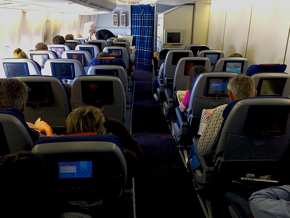 klm-economy-comfort-cabin-747-400-combi