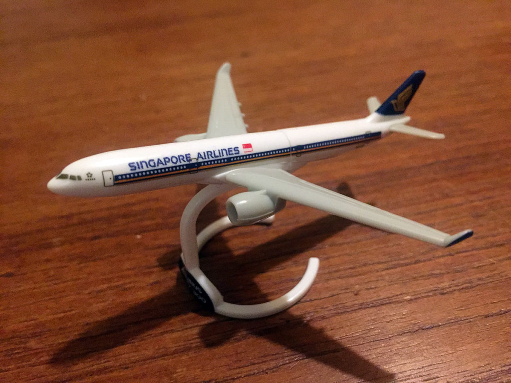 kinder-singapore-airlines-sq-a330