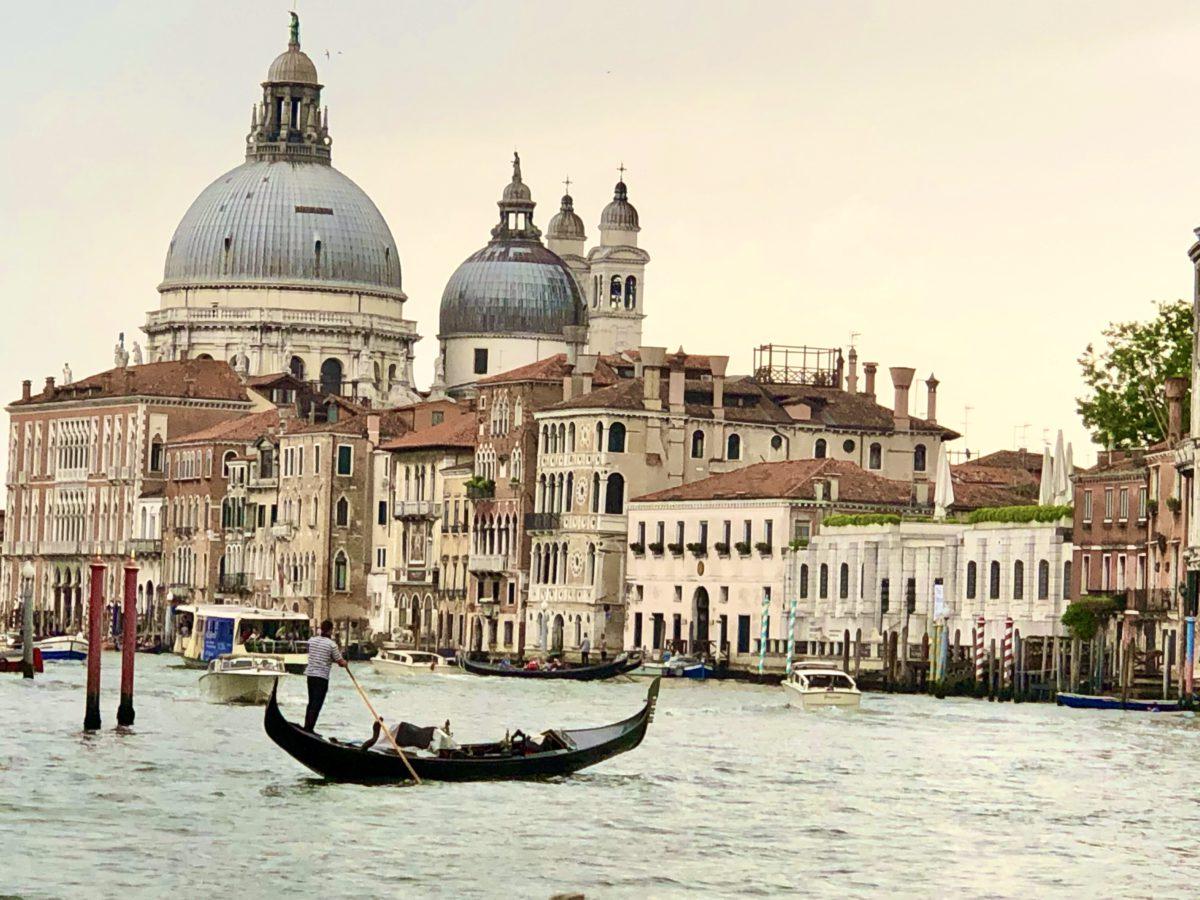 Venedig ligger ved en lagune i Adriaterhavet og er spredt over 118 øer. Der er ca. 260.000 indbyggere. (foto: Kenneth Karskov)