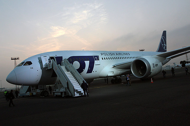 LOT-Dreamliner-1
