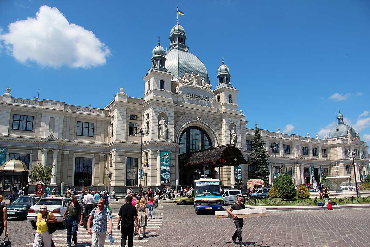 Banegården i Lviv i Ukraine (foto: Kenneth Karskov)
