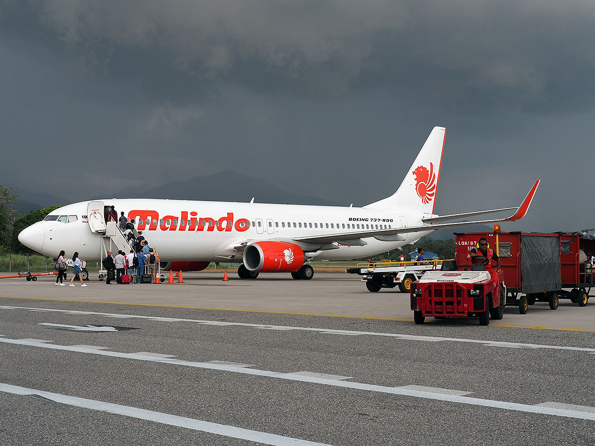 Malindo Air Boeing 737 at Langkawi Airport