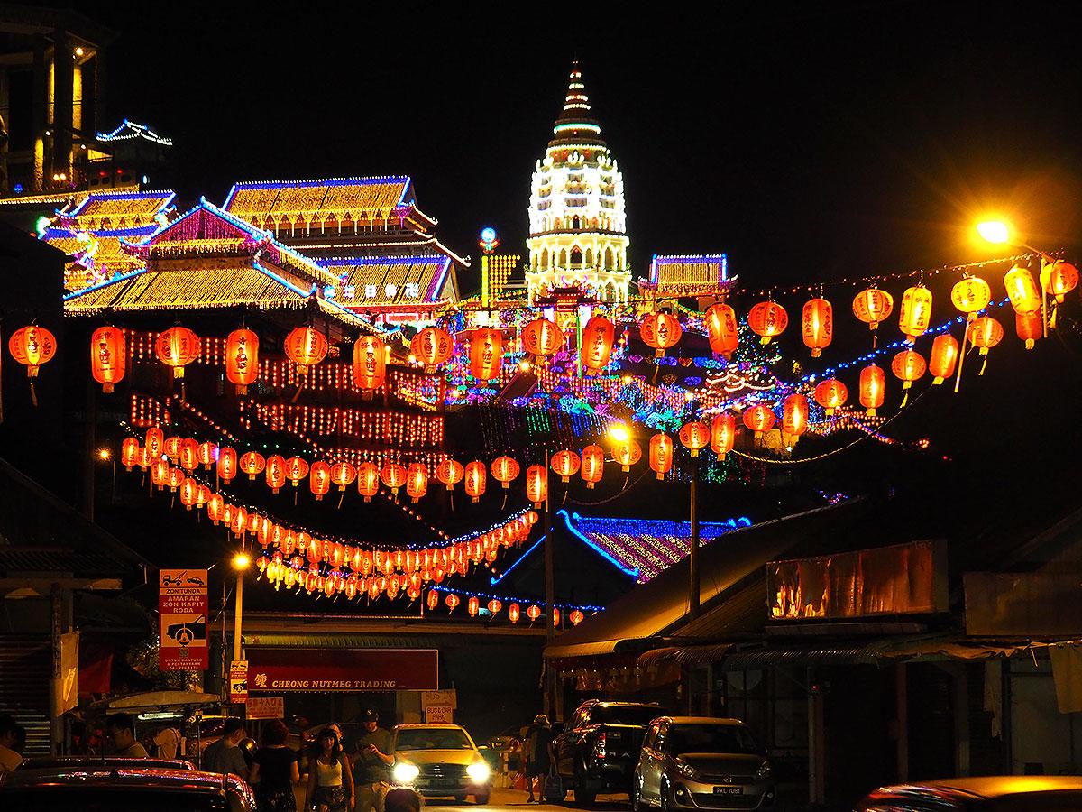 Kinesisk nytår bliver fejret alle steder med en kinesisk befolkning. Billedet er fra festlighederne på Penang i Malaysia (foto: Kenneth Karskov)