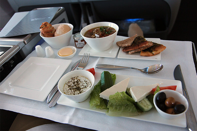 QR832-DOH-BKK-breakfast-main-course