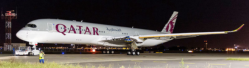 Qatar-Airways-A350XWB-by-night