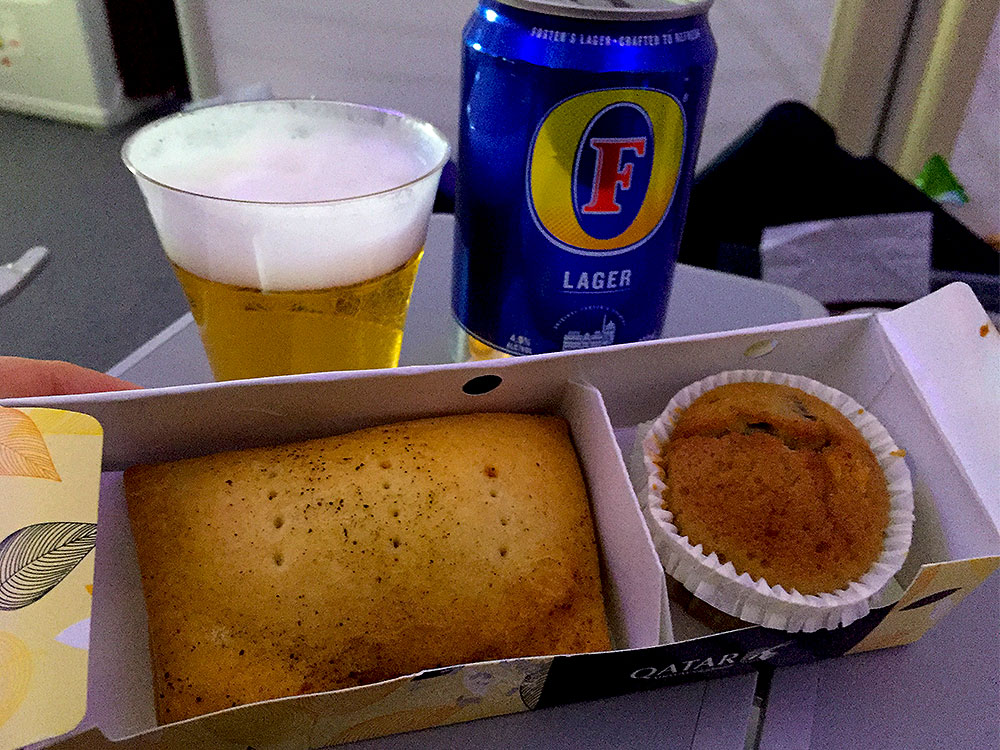 Qatar-Airways-Economy-Class-Dreamliner-snack-DOHCPH