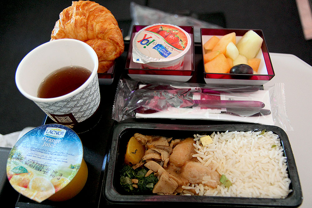 Qatar-Airways-QR-960-DPH-DPS-Breakfast