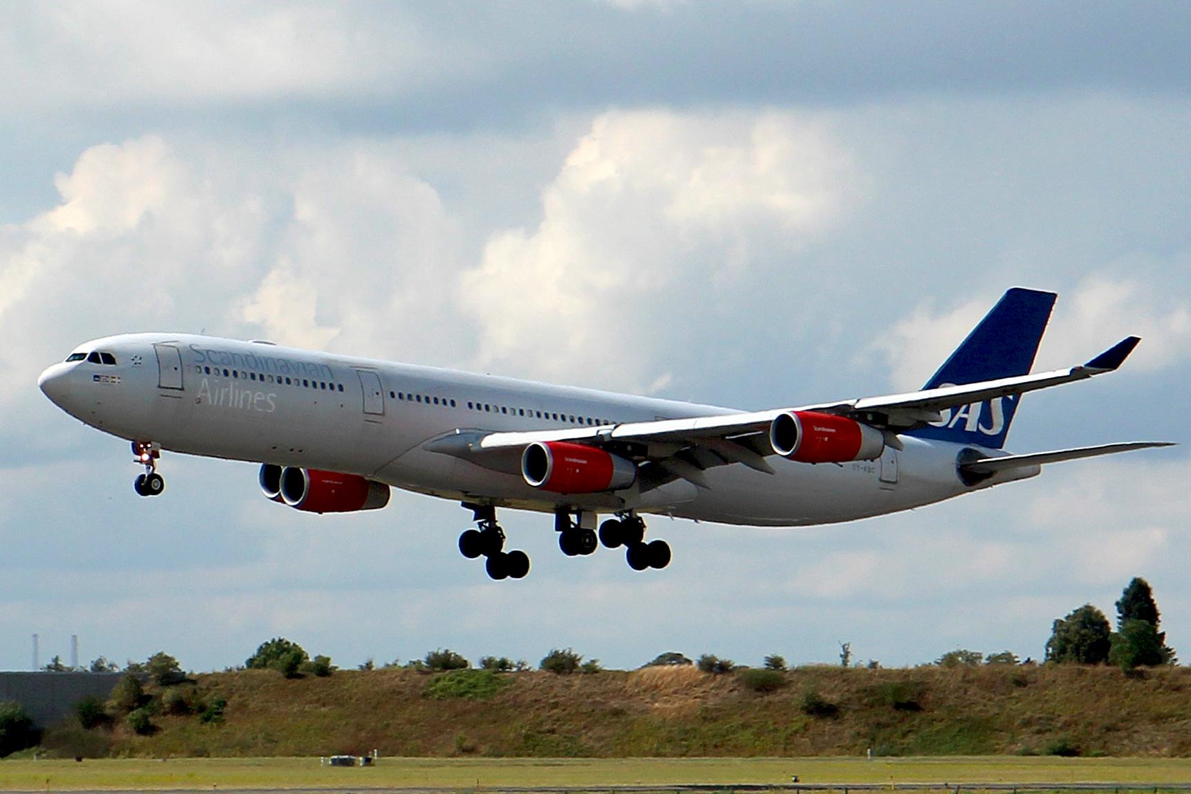 SAS Airbus A340 under indflyvning til Københavns Lufthavn (foto: Kenneth Karskov)