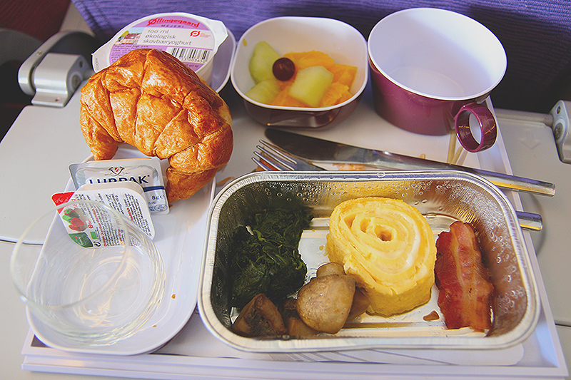 TG953-CPH-BKK-breakfast