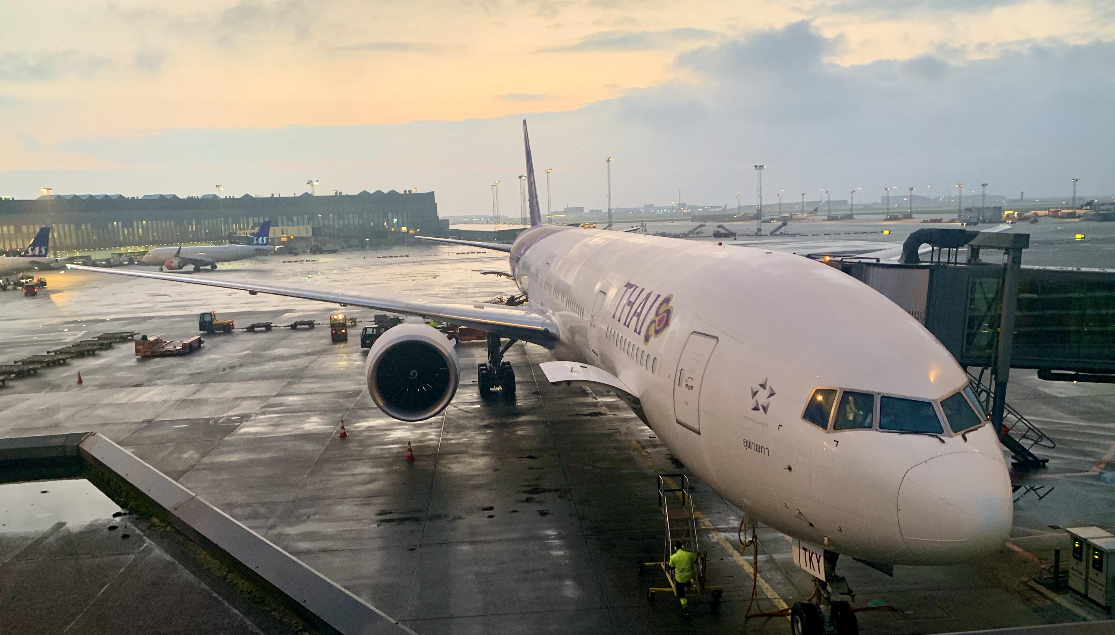 Thai Airways Boeing 777-300 ER i Københavns Lufthavn (foto: Kenneth Karskov)